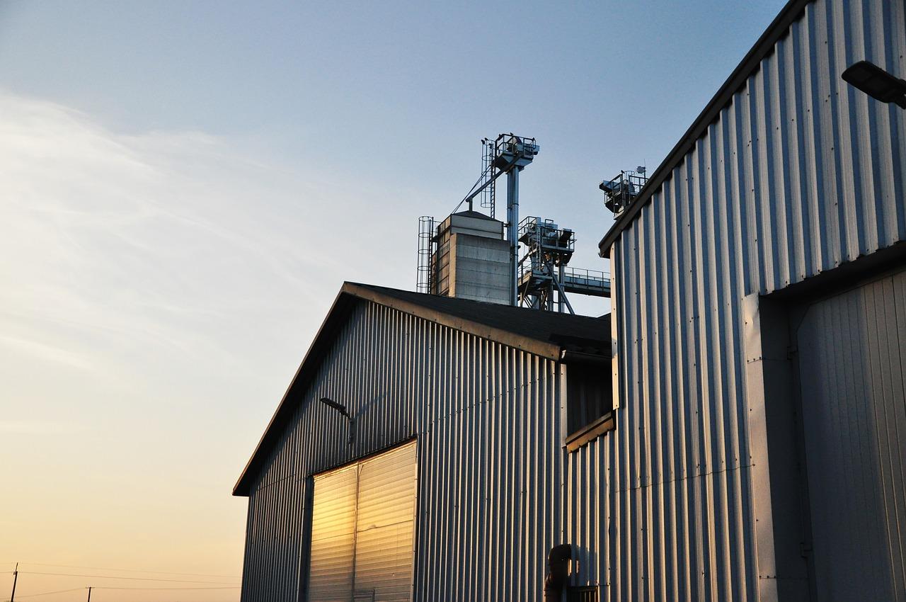 Bramy przemysłowe: kilka przydatnych informacji